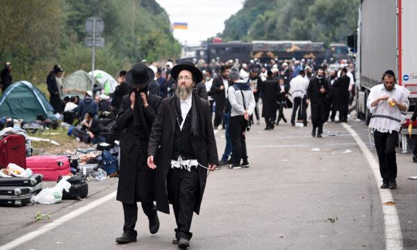 Jewish pilgrims gather on the Belarus-Ukraine border (1)
