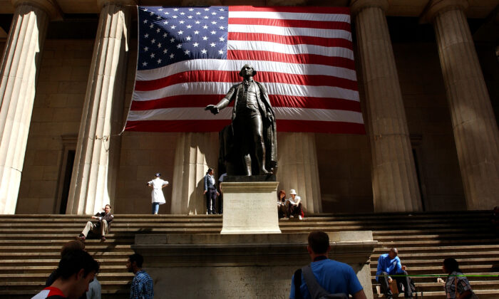 A statue of George Washington in front of Federal Hall in New York City on Sept. 5, 2002. (Spencer Platt/Getty Images)