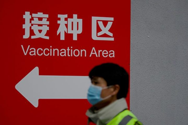 A man arrives to be inoculated with a COVID-19 vaccine at the Chaoyang Museum of Urban Planning in Beijing on Jan. 15, 2021. (Noel Celis / AFP via Getty Images)