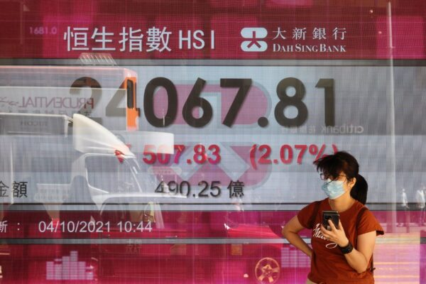 Board-showing-hk-share-index
