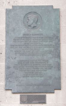 Plaque commemorating Kennedy's speech next to the front entrance of Rathaus Schoneberg.