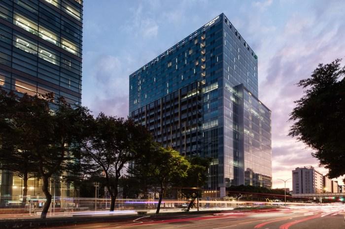 【2020台北跨年】國泰萬怡酒店14樓高空派對之夜,賞101煙火最佳位置!