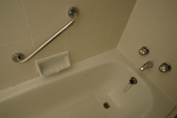 Discoloration In A Fiberglass Bathtub ThriftyFun