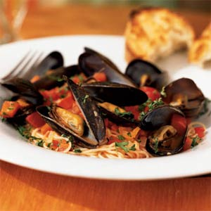 Angel Hair Pasta with Mussels and Red Pepper Sauce from Cooking Light