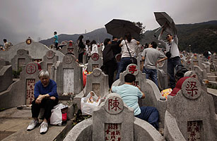 In Hong Kong, Even the Dead Wait in Line