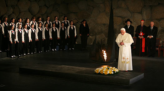 At Israels Holocaust Memorial, Many Find the Popes Silence Deafening