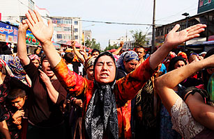 After Deadly Riots, Ethnic Tensions Heat Up in Urumqi