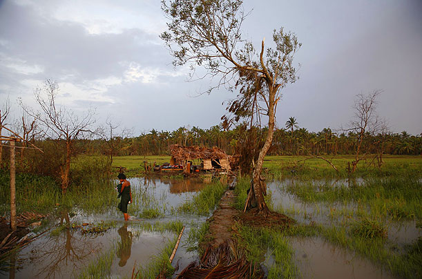 Destroyed hut at Ta Lak Gyi village
