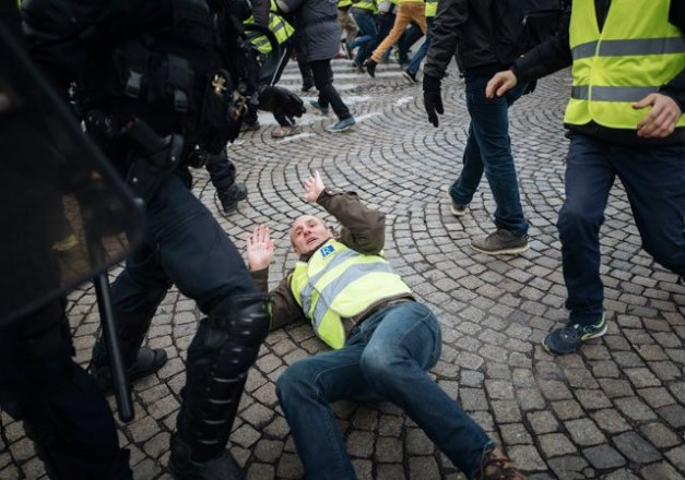 Image result for yellow vests protests france