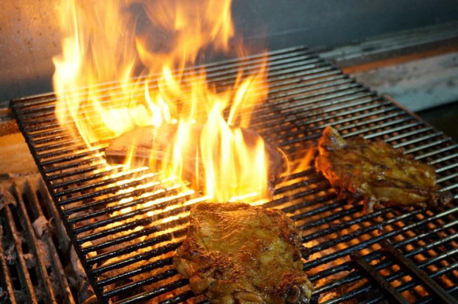 新莊美食|The Fire著火美式炭烤牛排-熟成戰斧牛排來戰勝你我的胃(邀約/新北/餐廳)–踢小米食記