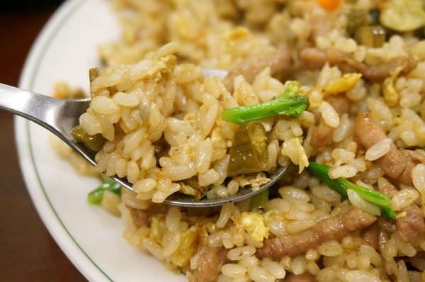 【新竹美食】吳家小館(紹子麵)-平凡中很醒胃的酸豆角炒飯–踢小米食記