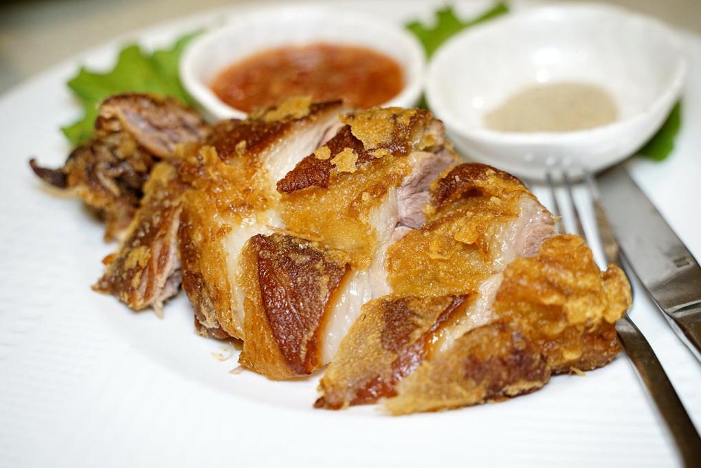 新竹關西香村花園客家餐廳|招牌炸豬腳協奏曲閨月送禮自用兩相宜!