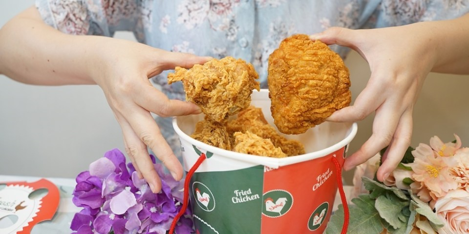 """全台拿坡里炸雞""""重量級腿排桶""""爽吃雞腿排跟麥當當來比大小!被披薩耽誤的炸雞店菜單地址電話營業時間"""