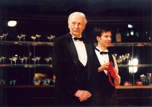 Zľava: Herci Ladislav Chudík