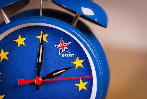 Hrozba tvrdého brexitu za