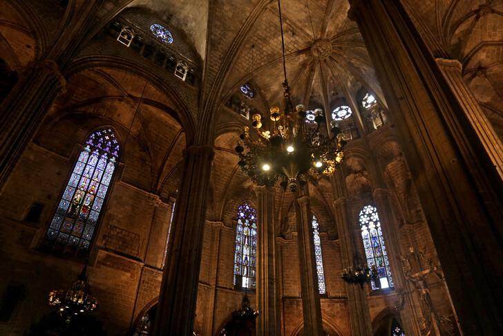 Barselona Katedrali'nin iç mekanları