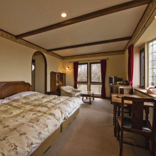 伊豆高原温泉 全室露天風呂付 英国調ホテル かえで庵/客室