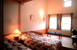小さなホテル 四季の森山荘/客室