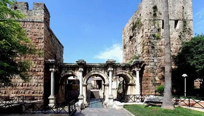 Antalya_-_Hadrian's_Gate