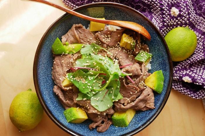 [食譜] 酪梨食譜,超快速酪梨牛肉丼飯