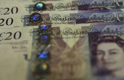 İngiltere'de 900 bin kamu çalışanının maaşına zam yapılacak