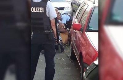 Almanya'da gözaltına aldıkları kişiye şiddet uygulayan 3 polis görevden uzaklaştırıldı