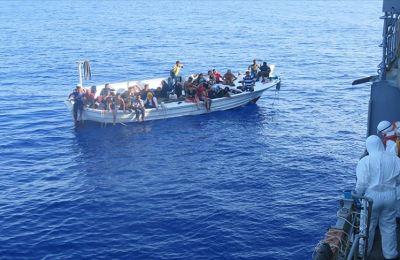 Göçmenler TCG Bozcaada personelinin dikkati sayesinde kurtarıldı