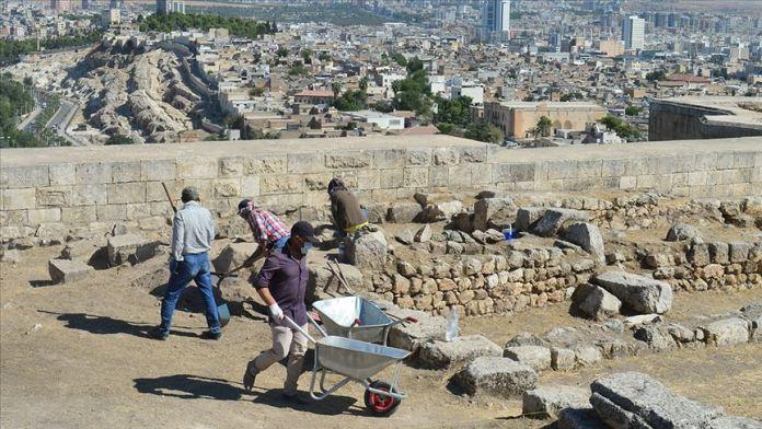 Urfa Kalesi'nde geçmişin izleri aranıyor