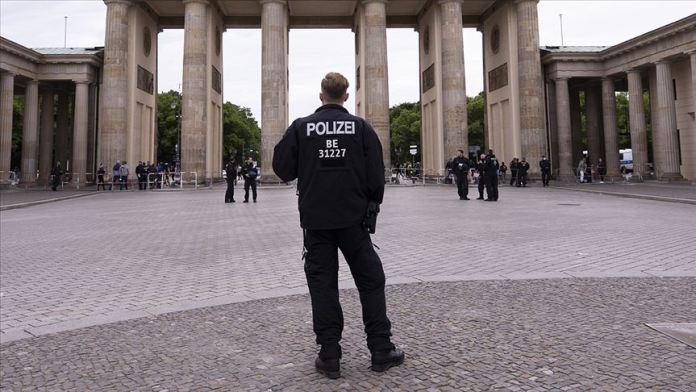 Almanya'da güvenlik birimlerinde 350'den fazla aşırı sağcı şüpheli vaka belirlendi