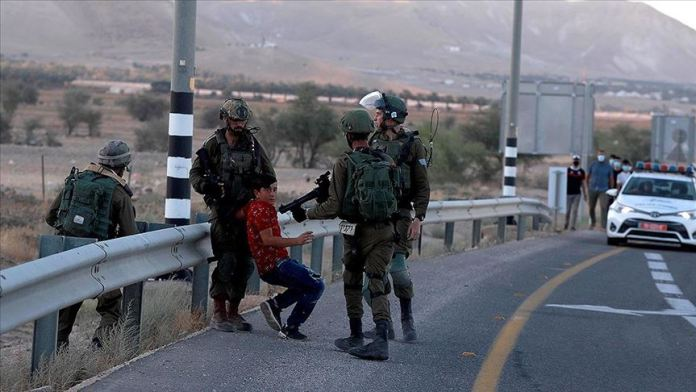 İsrail güçleri İkinci İntifada'dan bu yana 120 bin Filistinliyi gözaltına aldı