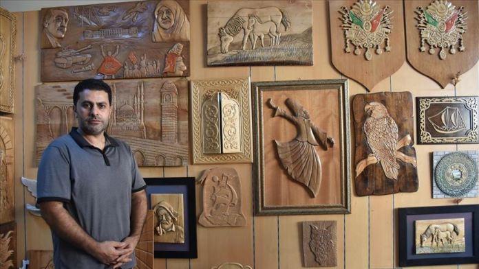 Ahşap 30 yıldır Adanalı Serdar Usta'nın elinde sanata dönüşüyor