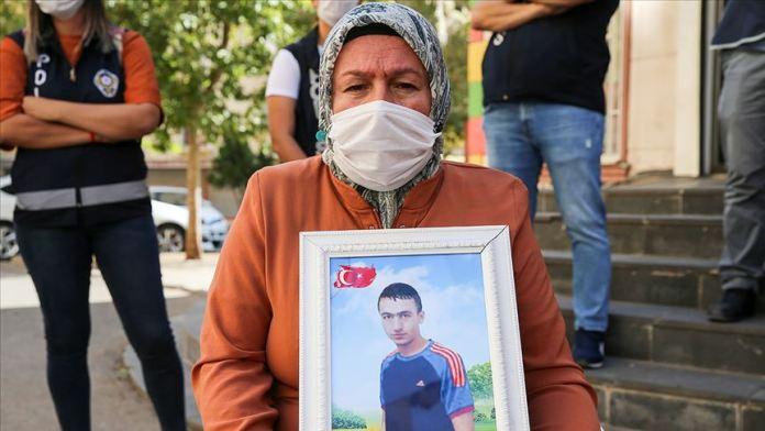 Diyarbakır annesi Üçdağ: Oğlum bak 18 evladımız geldi aileleri ile mutlular. Sen de gel o mutluluğu bize yaşat