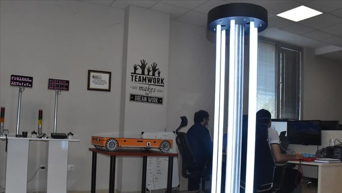 Kovid-19'dan korunmak için 'temassız' dezenfeksiyon robotu geliştirdiler
