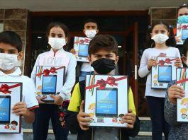 Bağcılar'da ihtiyaç sahibi 1000 öğrenciye tablet dağıtımı başladı