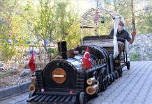 'Kara tren' tutkusunu bahçesinde sergilediği maketle yaşatıyor