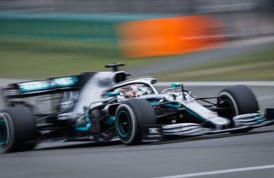 Hamilton Formula 1 tarihine geçti