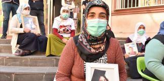 Diyarbakır annelerinden Mutlu: Kızımı alana kadar da bu kapıdan kalkmam