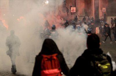 İtalya'da salgına yönelik son tedbirler protestolara neden oldu