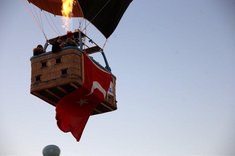 1603950808 802 kapadokyada balonlar cumhuriyet bayrami icin havalandi