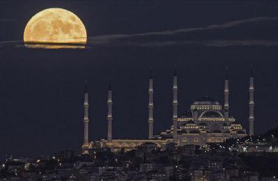 İstanbul'da Mavi Dolunay güzel görüntüler oluşturdu