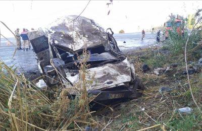 Van'da sığınmacıları taşıyan minibüs devrildi: 2 ölü, 29 yaralı