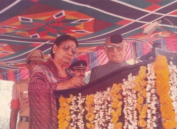 ஜானகி, கவர்னர் குரானா