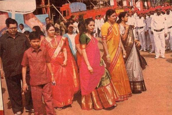 ஜெயக்குமார், தீபக், விஜயலெட்சுமி, தீபா, சசிகலா