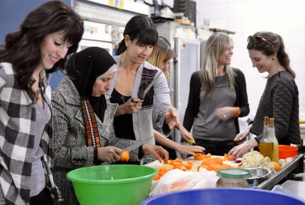 Telos trip participants make jam with Israeli and Palestinian women. (Photo by Christine Anderson)
