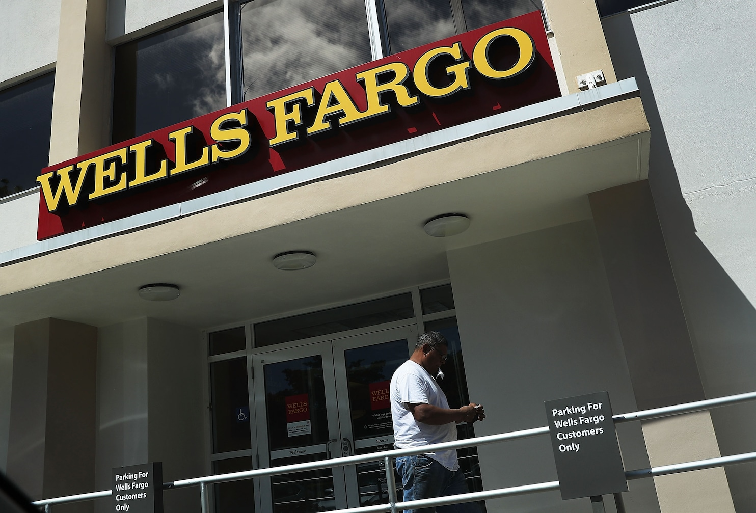 Wells Fargo Fired 5 300 Workers For Improper Sales Push