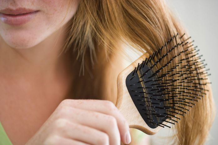 Fight with the tangles: Life in your early 20s (Combing)
