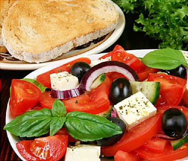 https://i2.wp.com/img.webmd.com/dtmcms/live/webmd/consumer_assets/site_images/article_thumbnails/features/the_mediterranean_diet_features/375x321_the_mediterranean_diet_features.jpg