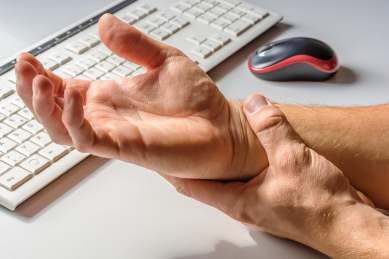 photo of wrist pain