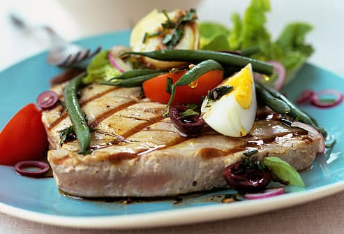 tuna steak with green beans and boiled egg