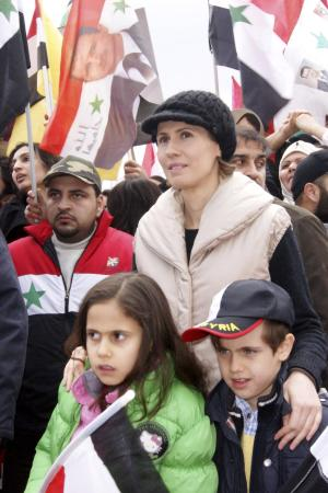 https://i2.wp.com/img.welt.de/img/ausland/crop119565989/2936601615-ci3x2s-w300-ai2x3l/File-photo-of-Asma-wife-of-Syrian-President-Bashar-al-Assad-with-her-two-child.jpg